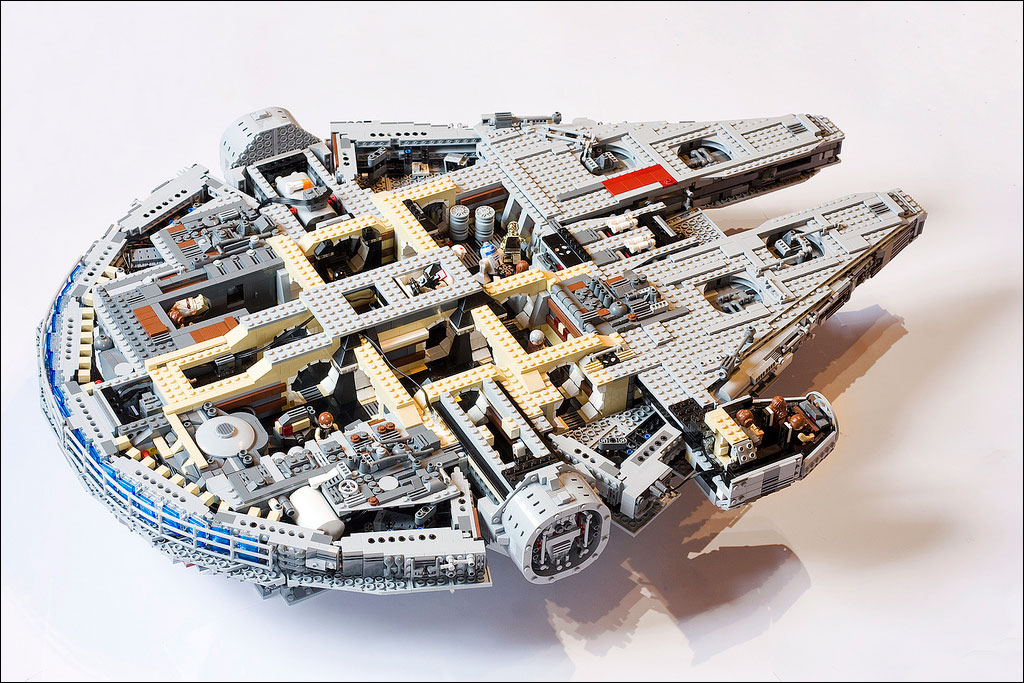Les mocs lego star wars de marshal banana for Interieur faucon millenium