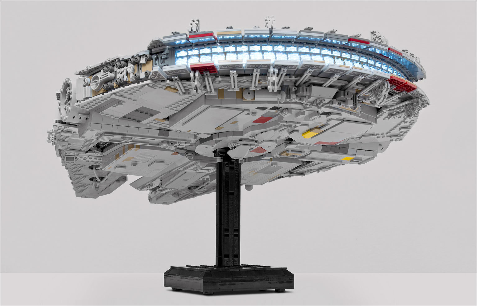 The gallery for millennium falcon interior for Interieur faucon millenium